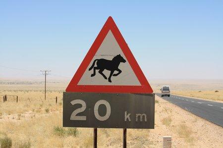 Straßenschild in Namibia