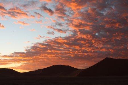 Sonnenaufgang im Wüstengebiet von Sossusvlei