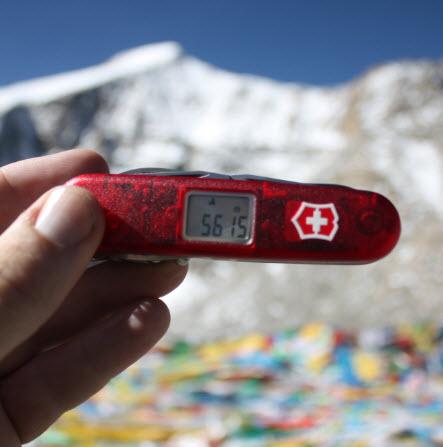Unser Victorinox mit Höhenmesser hat uns nie im Stich gelassen - hier am Fuße des Mount Everest in Tibet.