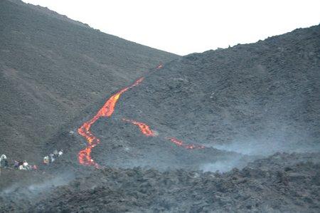 Fließende Lava in Guatemala