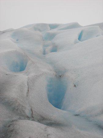 Tunnels im Perito Moreno Gletscher in Argentinien