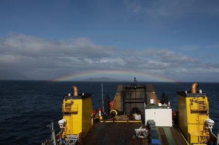 Die Navimag Fähre mit Regenbogen