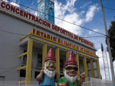 Gnomads in Quito am Fussballstadion