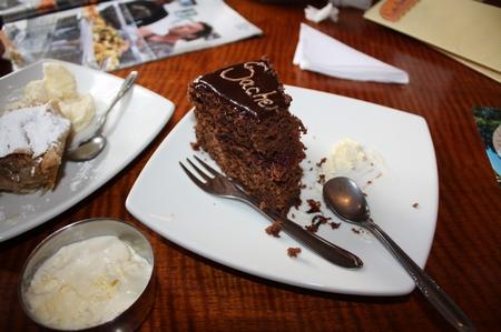 Sachertorte, Wiener Schnitzel und ein falsches Neuschwanstein