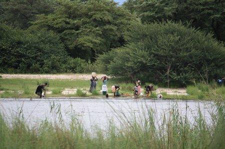 Waschen am Okavango River