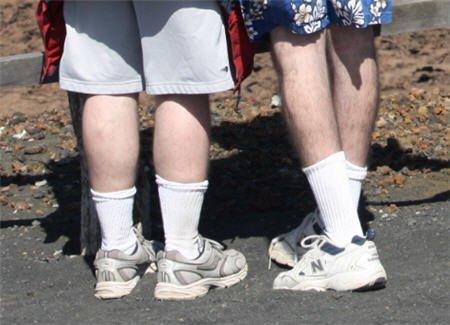 Turnschuhe und Tennissocken